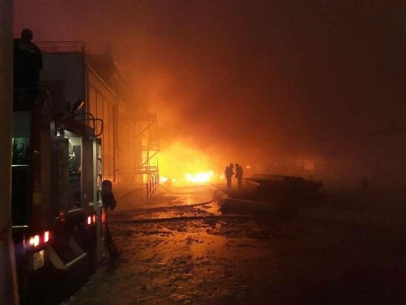 Пожежу на маслозаводі біля Одеси гасять понад два десятки машин