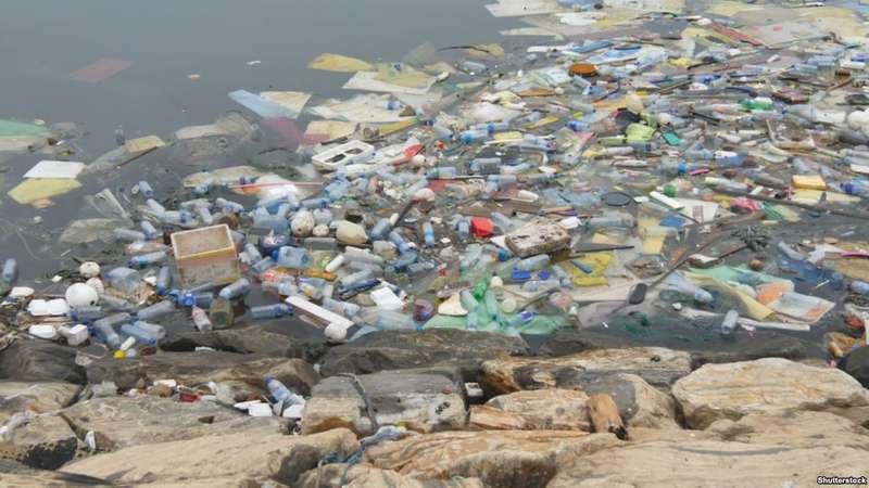 У туристичному селищі в Карпатах заборонили поліетиленові пакети