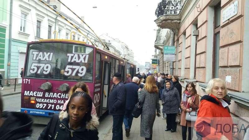 Транспортний колапс: у Тернополі водії маршруток не вийшли на роботу