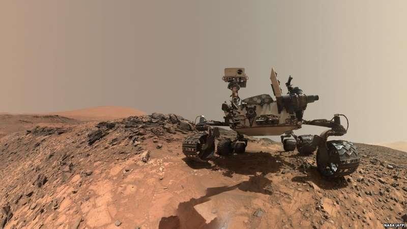"""Американський марсохід відновив дослідження """"озера"""" на сусідній планеті"""