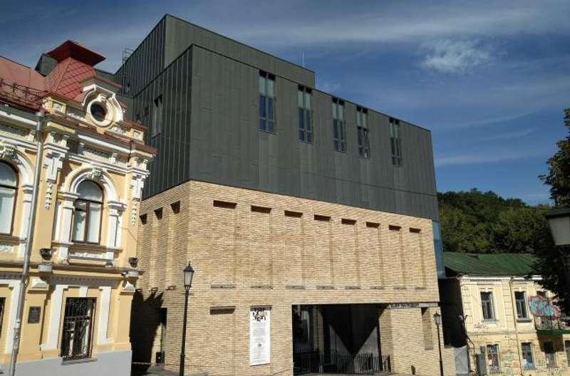 Скандальна будівля театру на Подолі може отримати європейську архітектурну премію