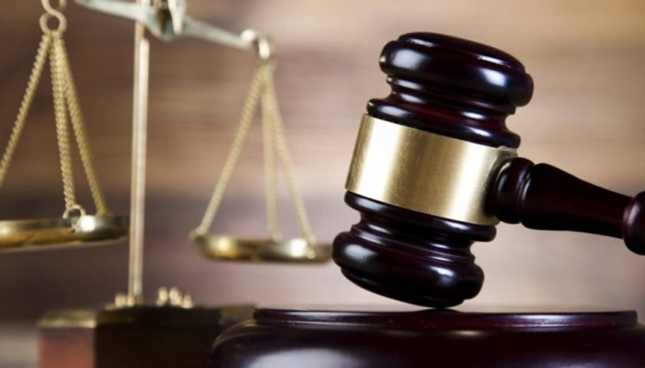 Конституційний суд визнав законним скасування допомоги з догляду за дитиною