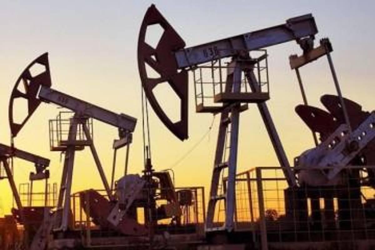 Попит на нафту падає через сповільнення зростання світової економіки