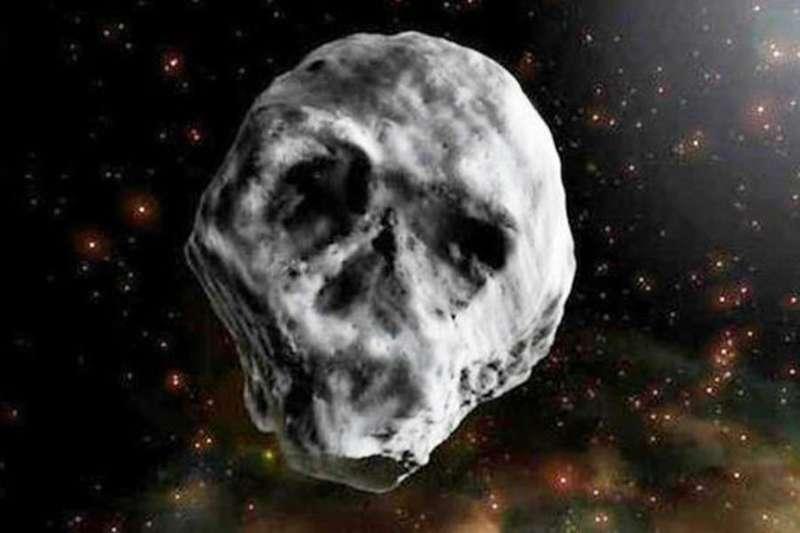 Завтра повз Землю пролетить комета у формі черепа