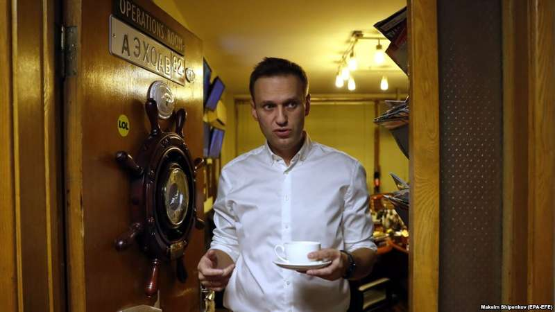 Російському опозиціонерові Навальному дозволили виїжджати за кордон