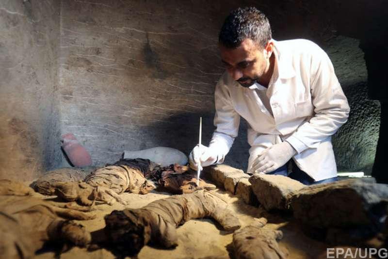 Єгипетські археологи виявили сім гробниць з муміями кішок