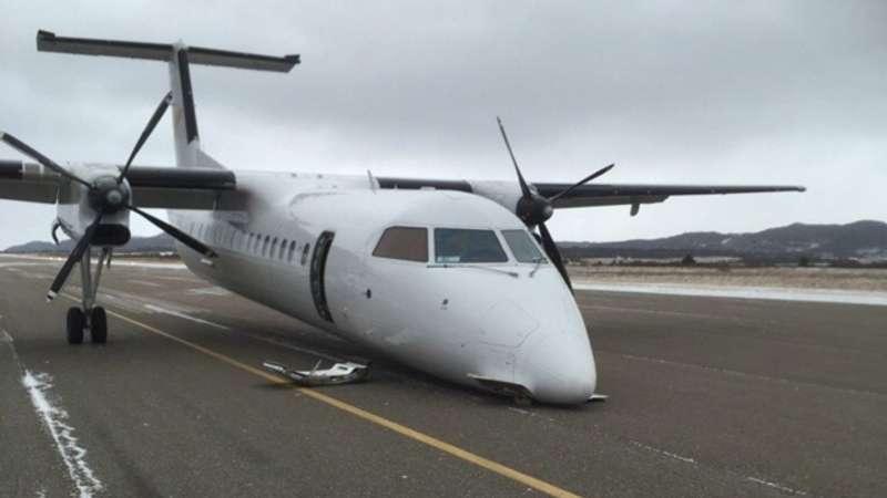 У Канаді літак приземлився без шасі (фото)
