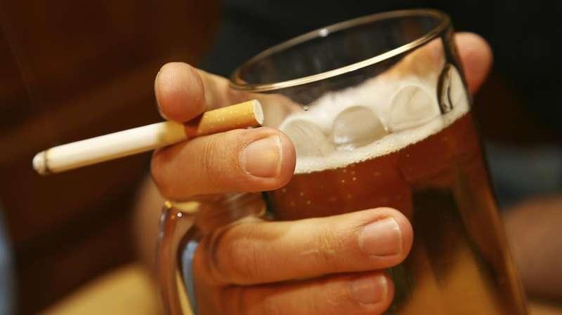 В Україні хочуть ввести обмеження на продаж алкоголю і цигарок