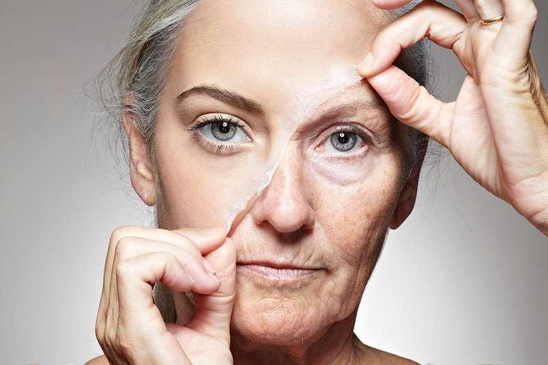 Науковці назвали точний вік, коли людина починає старіти