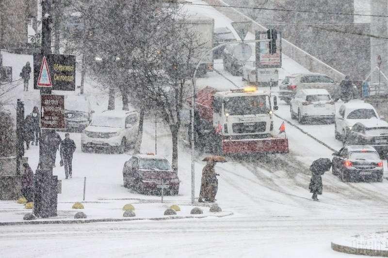 У столиці очікується мокрий сніг та ожеледиця