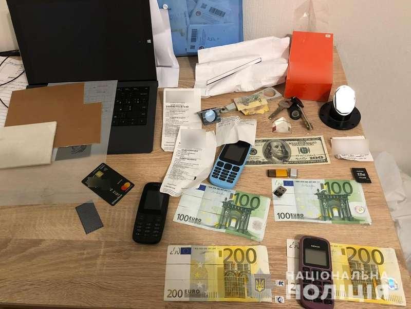 Кіберполіція затримала банду, яка викрала 5 мільйонів гривень з банківських терміналів