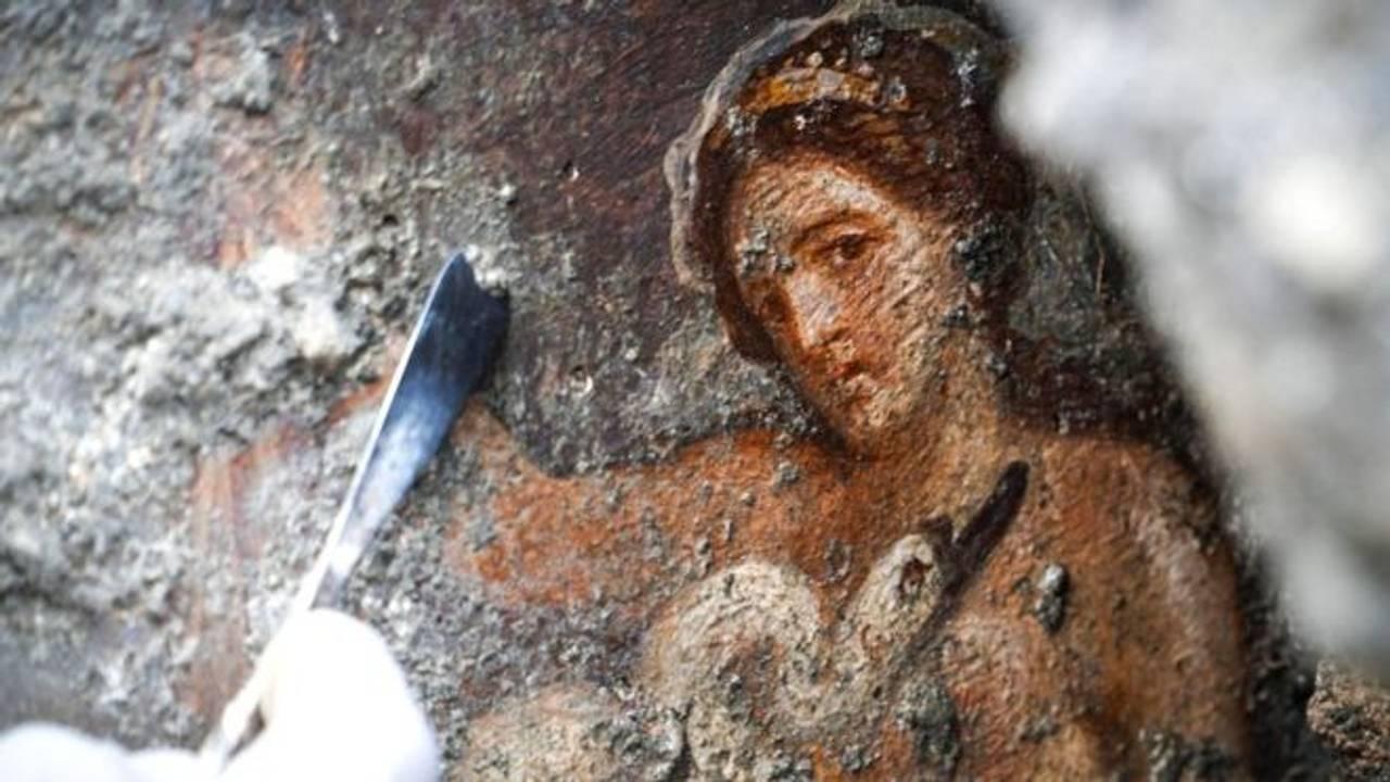 У Помпеях виявили еротичну фреску із Зевсом та принцесою