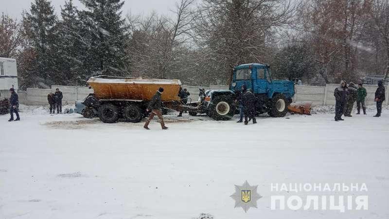 На Харківщині тракторист розтрощив вісім авто, серед них - поліцейське