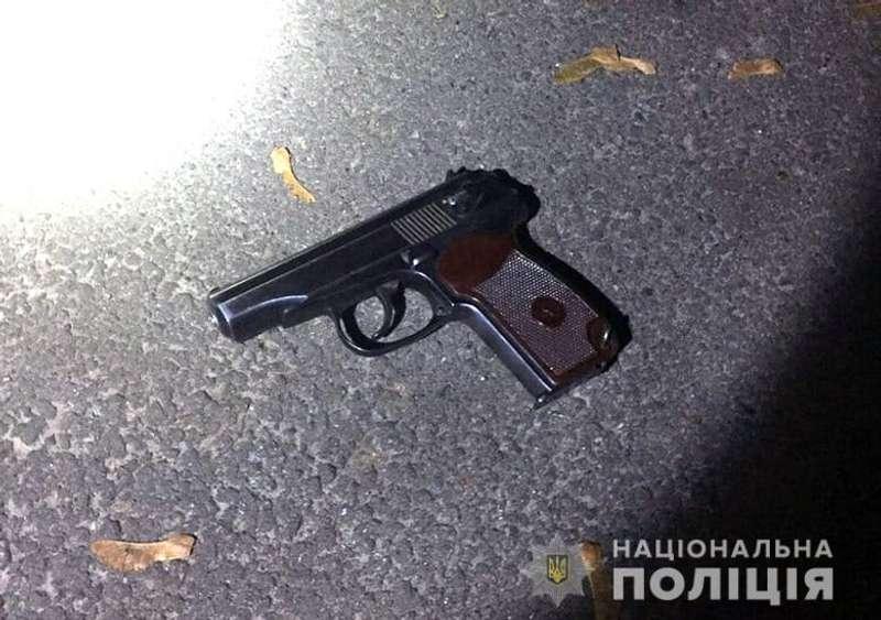 У столиці п'яний чоловік стріляв у перехожого