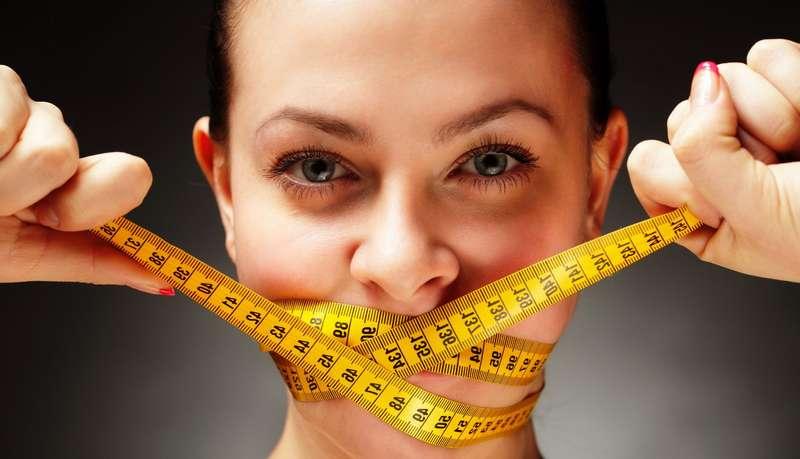 Дієтологиня пояснила, чомулюди хочуть їсти навіть після ситного прийому їжі