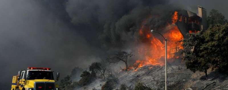 Після пожежі мешканцям Каліфорнії загрожують потоп і зсуви грунту