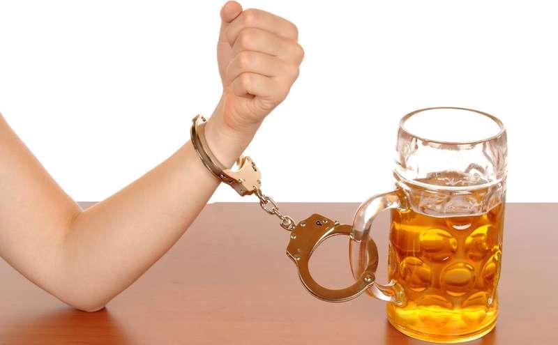Науковці знайшли зв'язок між тягою до солодкого і алкоголізмом
