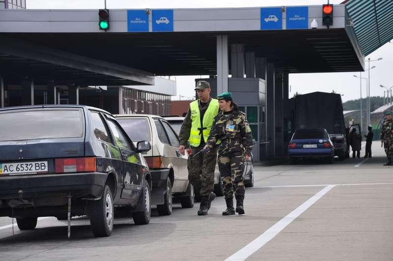 Польські митники брали хабарі від українців