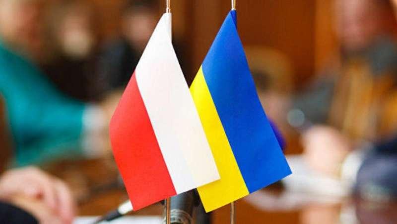 Україна передала Польщі 60 тисяч сторінок документів про радянські репресії