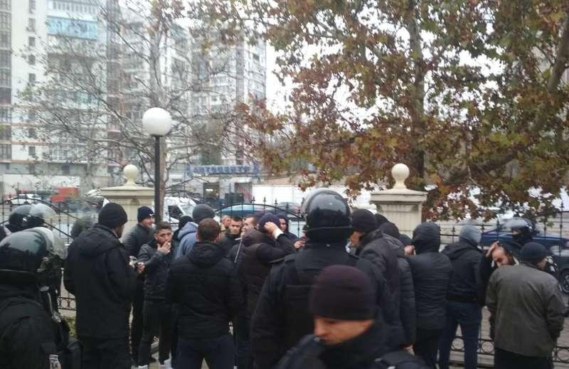 Масова бійка під одеським судом, майже 50 затриманих