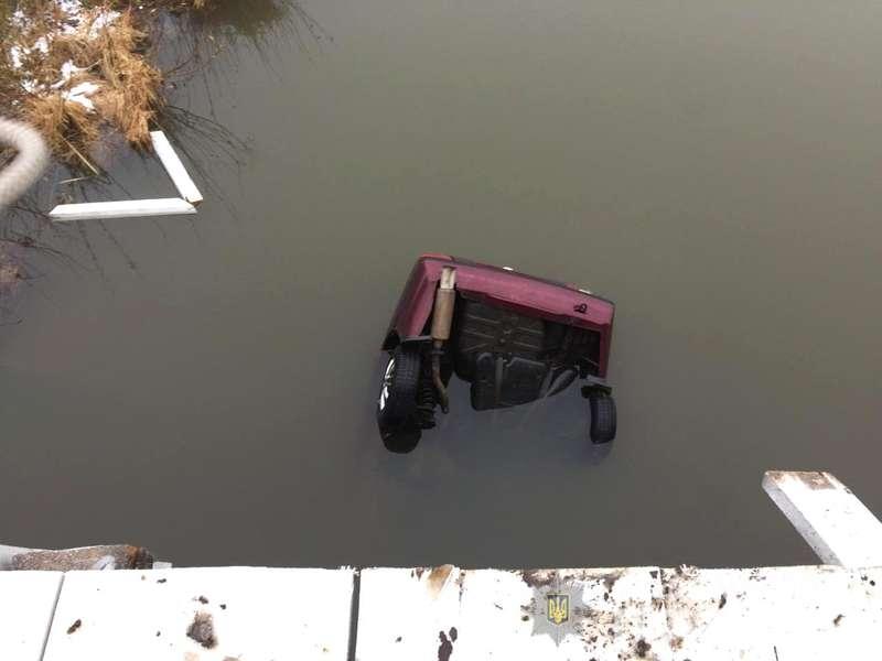 На Рівненщині авто злетіло в річку, є загиблі