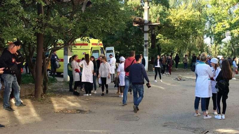 Хлопця, який влаштував масове вбивство у Керчі, поховали під чужим прізвищем, – ЗМІ