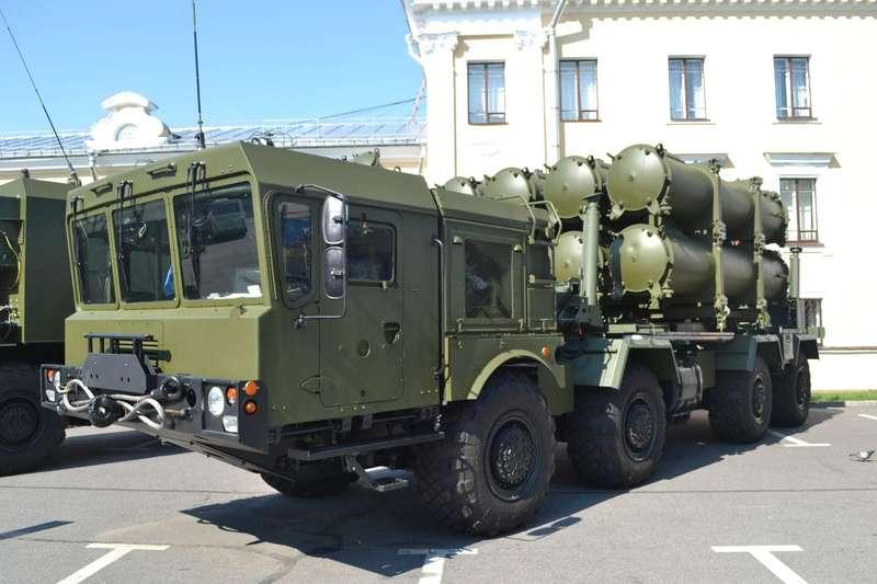 До Керчі окупанти переміщують ракетні комплекси Бал