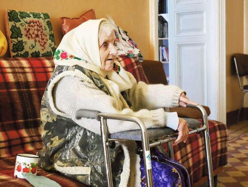 Бабуся Марія більшість часу проводить у коридорі