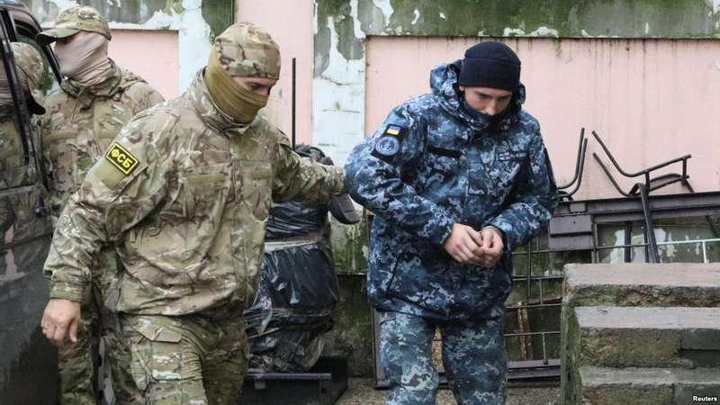 Жителі окупованого Криму зібралиполоненим українським морякам 60 тис. гривень