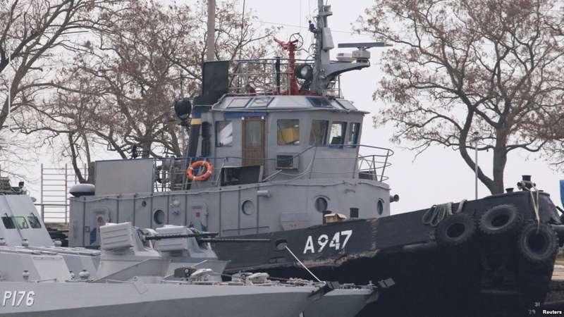 Адвокат українських моряків вимагатиме визнати їх військовополоненими