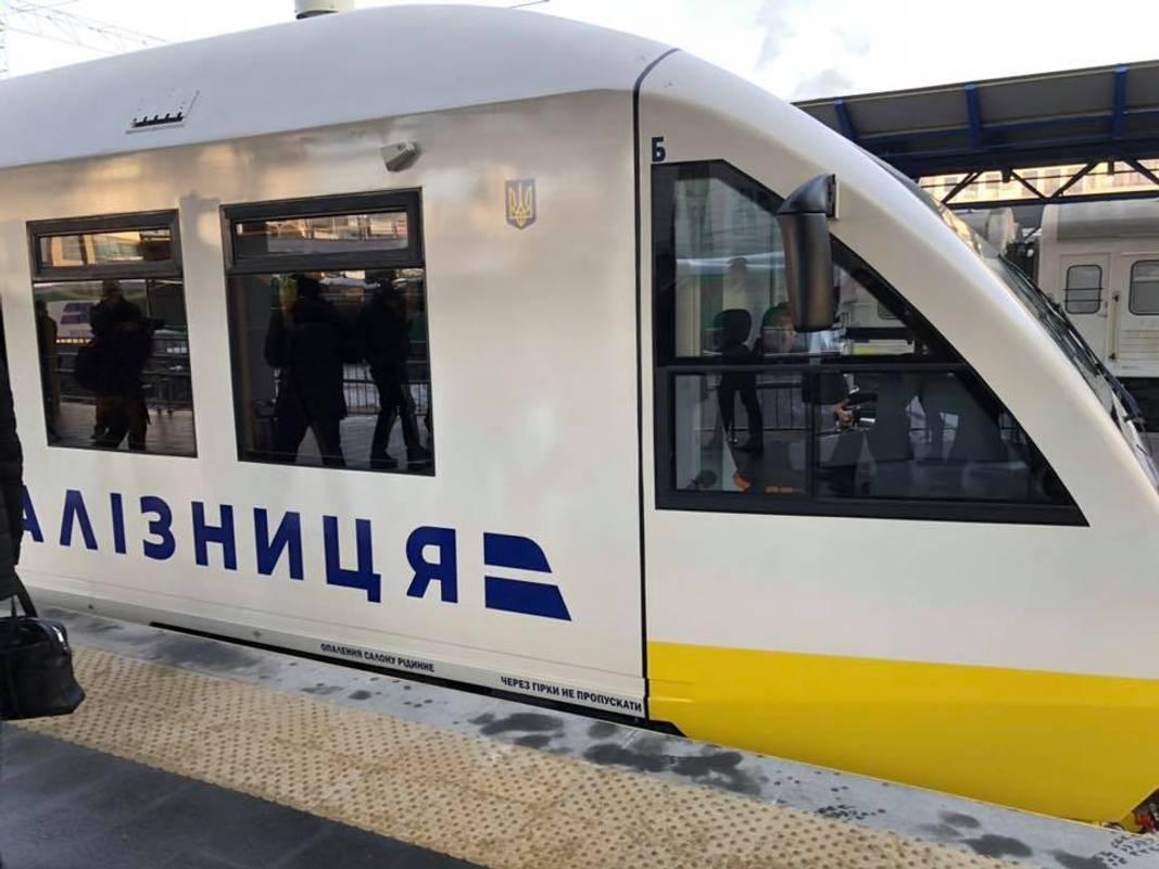 Поїзд не заводиться, туалет не працює: експрес Київ-Бориспіль зламався (відео)