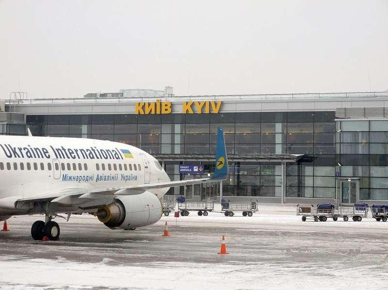 Нічна заметіль: в аеропорту Бориспіль масово затримують рейси