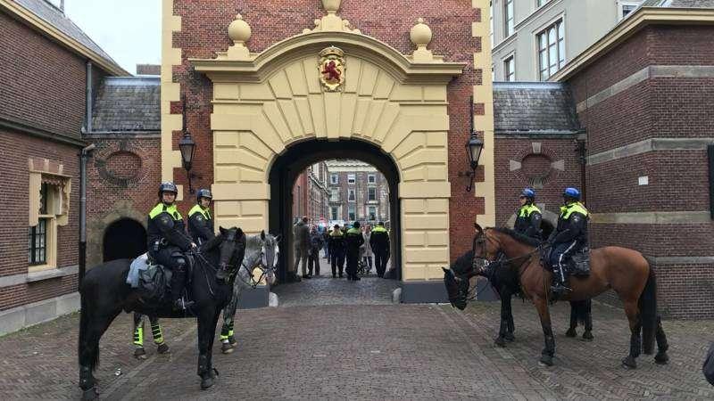 Жовті жилети тепер і в Нідерландах: голландці невдоволеніпідвищенням цін на пальне