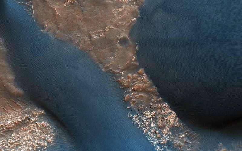 Учені NASA виявили на марсіанських дюнах сліди пилових дияволів