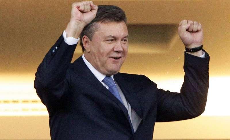 У Маріуполі затримали чоловіка, який розклеював плакати з Януковичем