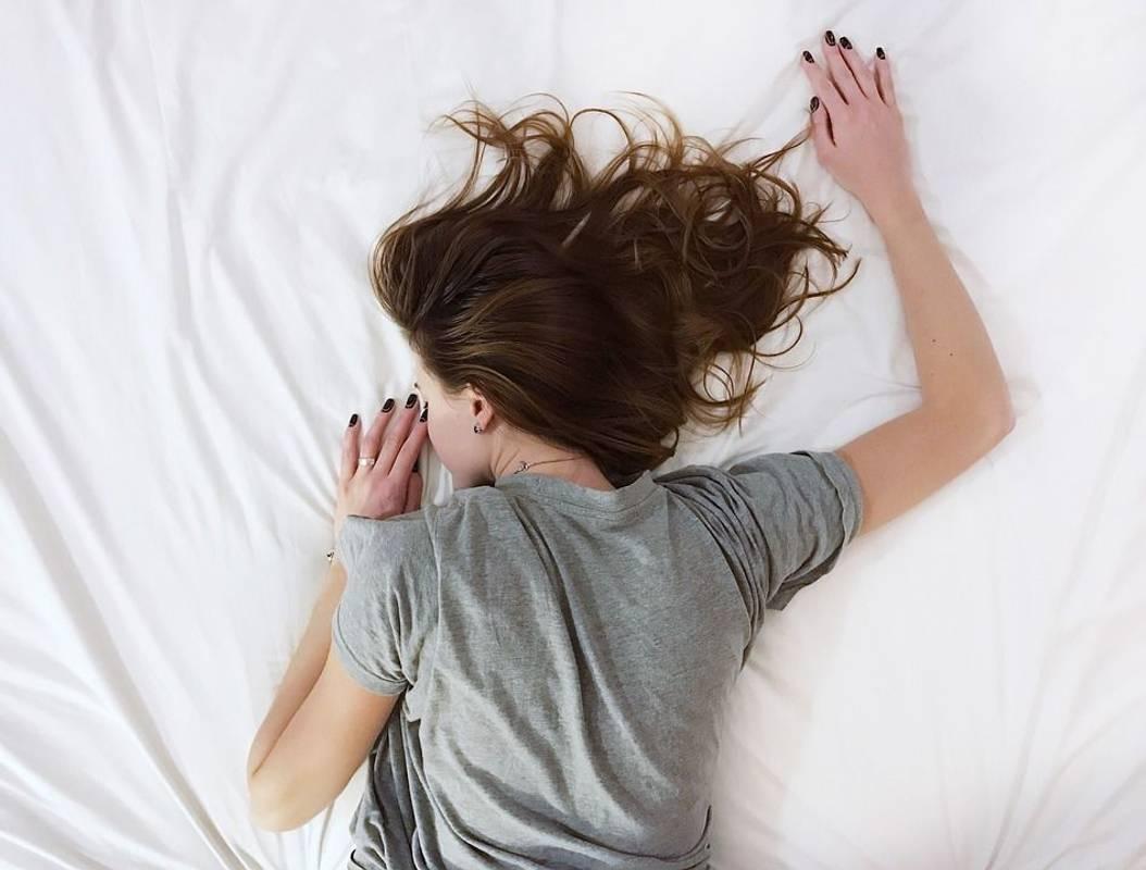 Тривалий сон збільшує ризик раптової смерті, - дослідження