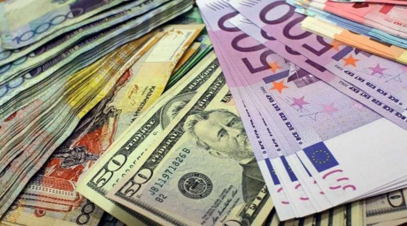 Долар на міжбанку впав нижче 28 гривень