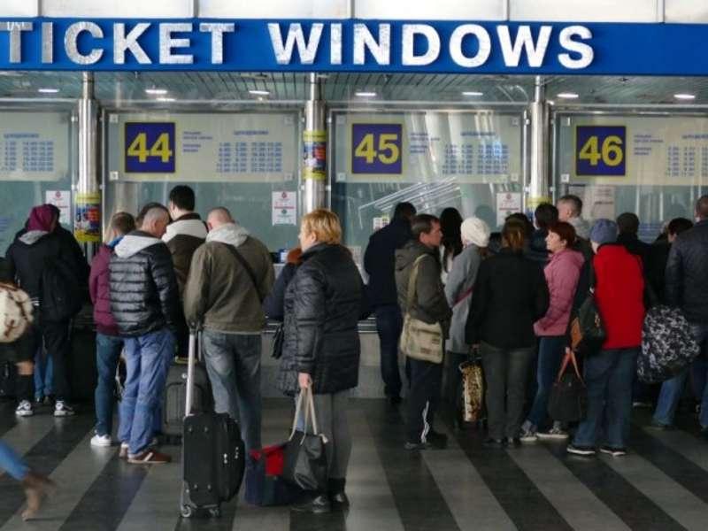 Через ажіотаж з квитками у Києві на годину продовжать роботу залізничних кас