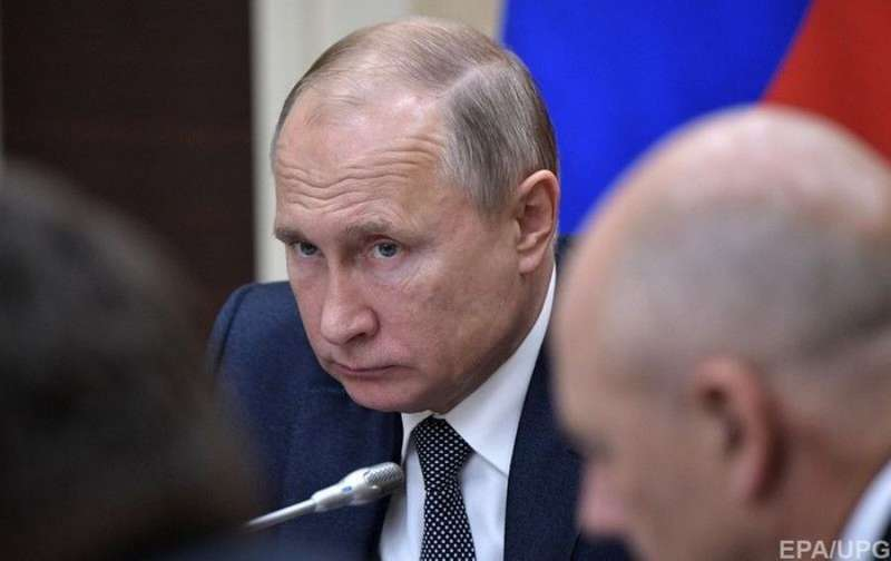 Путін пояснив, чому не відповідає на дзвінки Порошенка