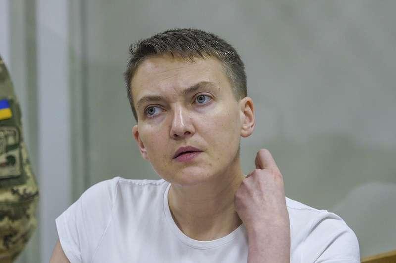 Савченко на знак протесту відмовляється від їжі та води