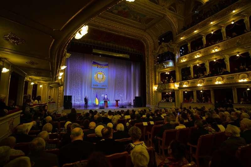 Порошенко використав Львівську оперу, щоб перерахувати усі гасла своєї кампанії