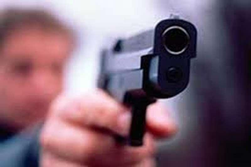 Чоловік з пістолетом переплутав компанії і ледь не потрапив за ґрати