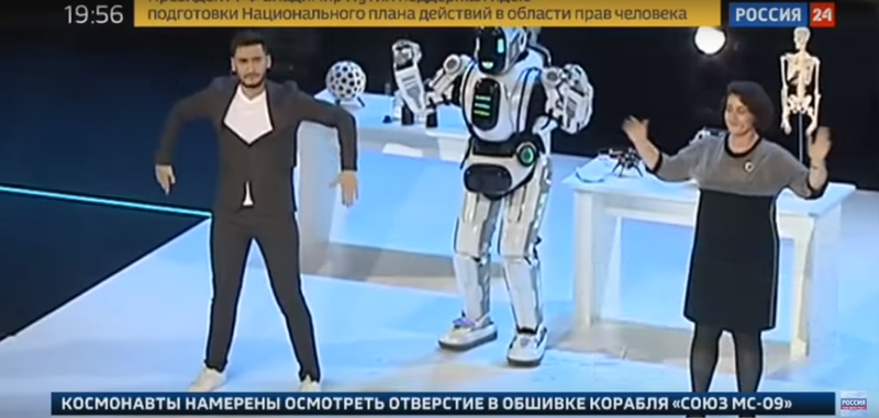 Робот Борис в костюмі робота Альоші: соцмережі сміються з російського недоандроїда