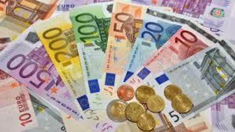 Песимістичні прогнози ЄЦБ обвалили євро