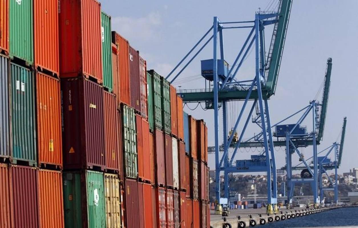 Україна значно збільшила імпорт товарів