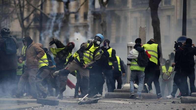 Протести жовтих жилетів у Парижі: затримано 179 людей