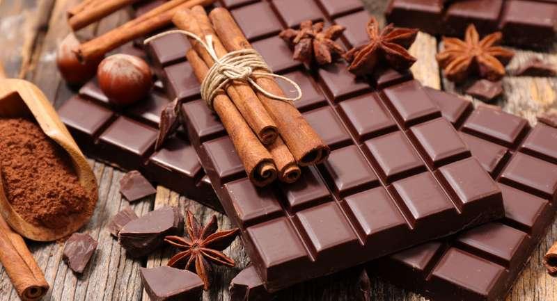 Комаровський розповів, як впливає шоколад на засвоєння кальцію