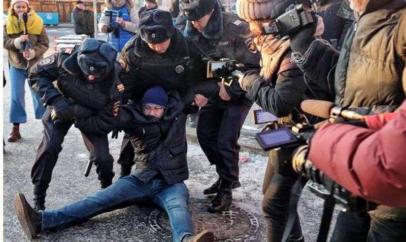 У Москві жорстко розігнали акцію проти війни з Україною