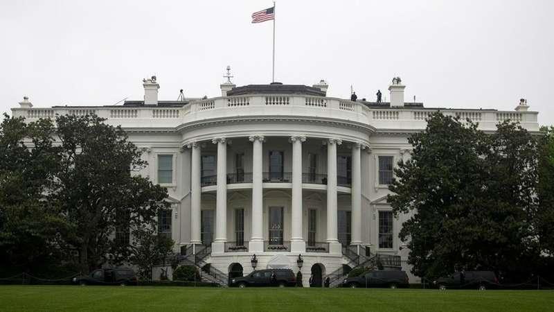 Трамп погрожує призупинити роботу Білого дому