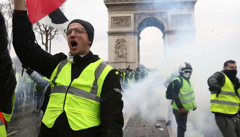 За добу у Франції затримали ще понад 150 жовтих жилетів